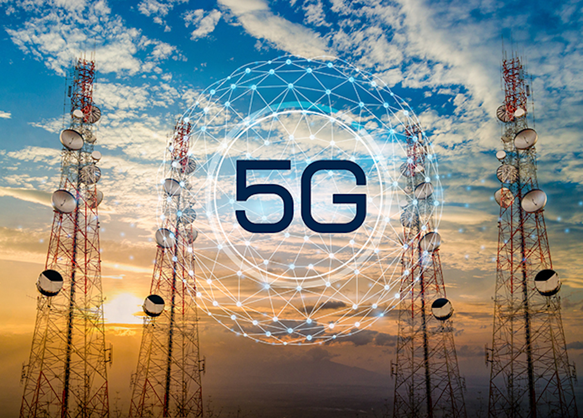 Cell towers with words 5G