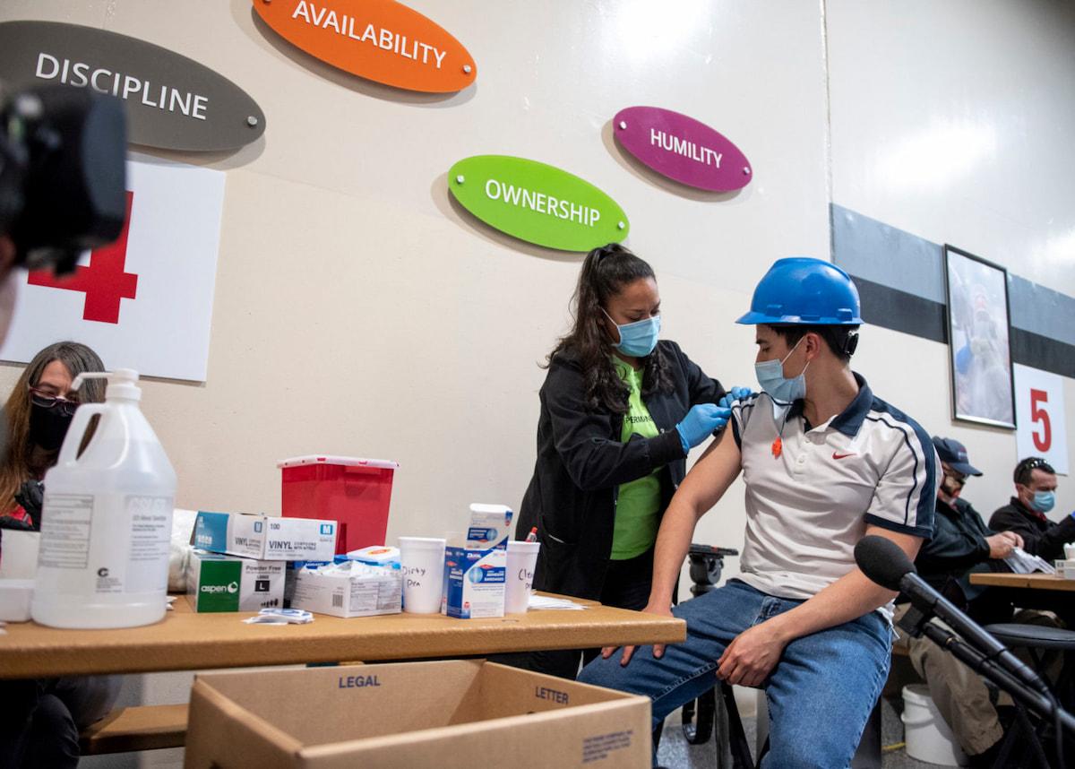 CSU volunteers providing COVID vaccines
